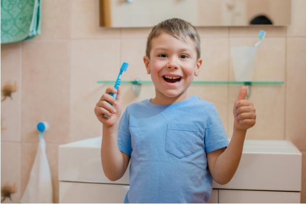 f06aefea329d8 A introdução de bons hábitos de higiene bucal desde a mais tenra idade  ajuda a desenvolver pessoas de bocas saudáveis e com boas rotinas de  cuidados.